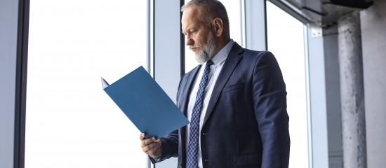 notaires-depart-en-retraite-et-droit-a-l-abattement-fiscal