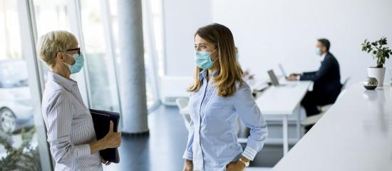 un-port-du-masque-renforce-dans-les-entreprises-touchees-par-le-couvre-feu