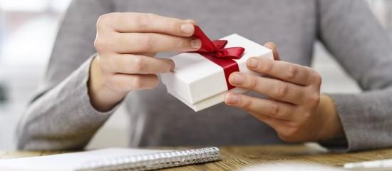 quid-des-cadeaux-et-bons-d-achats-offerts-a-vos-salaries